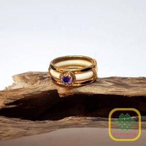 Nhẫn ngà viền vàng 10K đính đá T.A.Tím – VB047